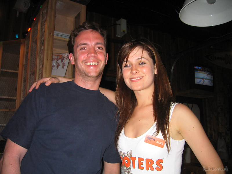 Canada 2006 - Hooters!