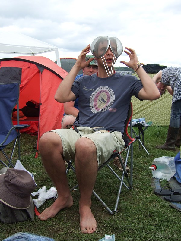 Glastonbury 2011 - Bracey making his eyes